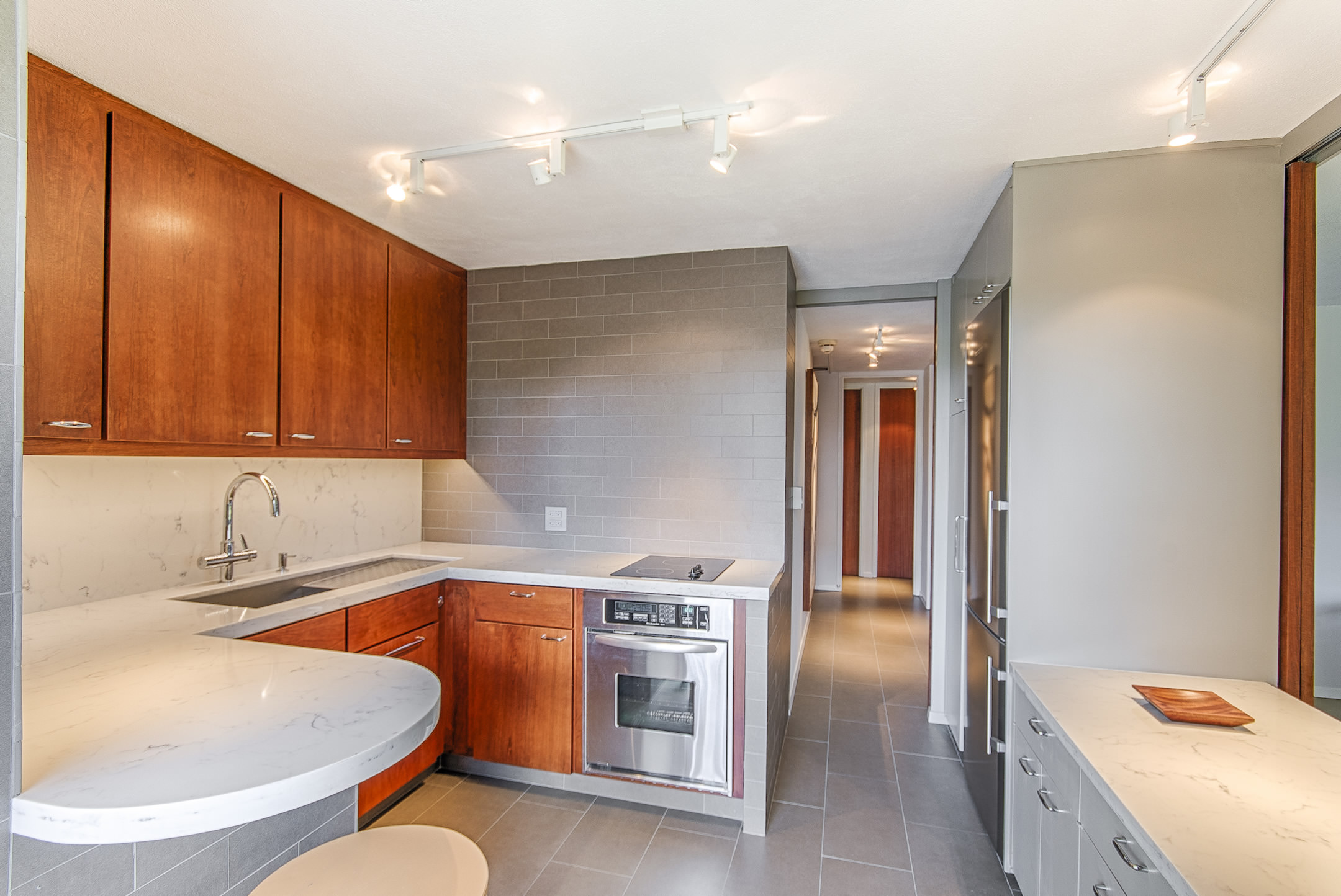 Kitchen and bathroom cabinets specially for honolulu deebonk for Bath remodel honolulu